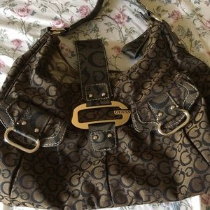 Guess classic monogrammed shoulder bag
